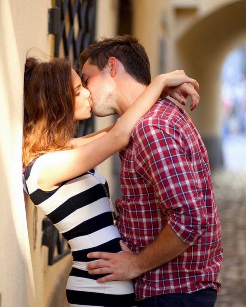 Download Couple Kiss Wallpaper Hd Backgrounds Download Itl Cat