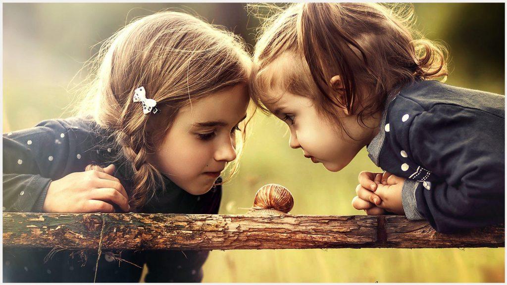 Girls Looking Snail Cute Girls Looking Snail Cute - Cute Girl Hd 1080p , HD Wallpaper & Backgrounds