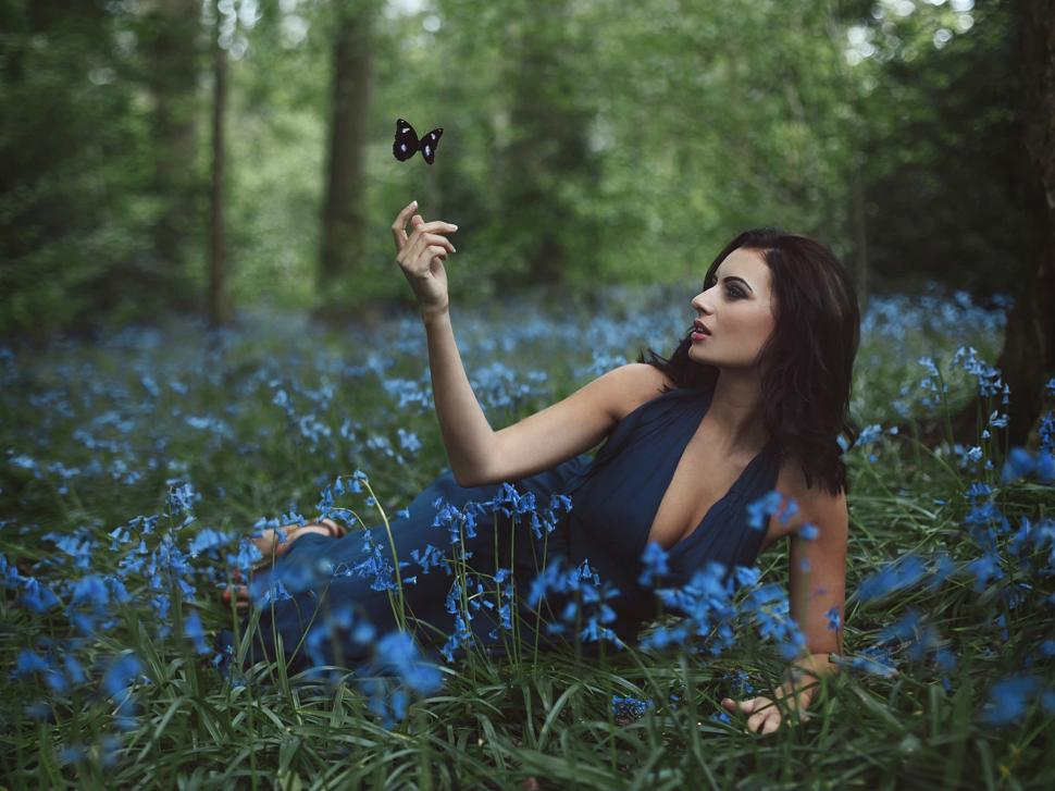 Amy Spanos, Girl And Flowers, Butterfly Wallpaper , HD Wallpaper & Backgrounds