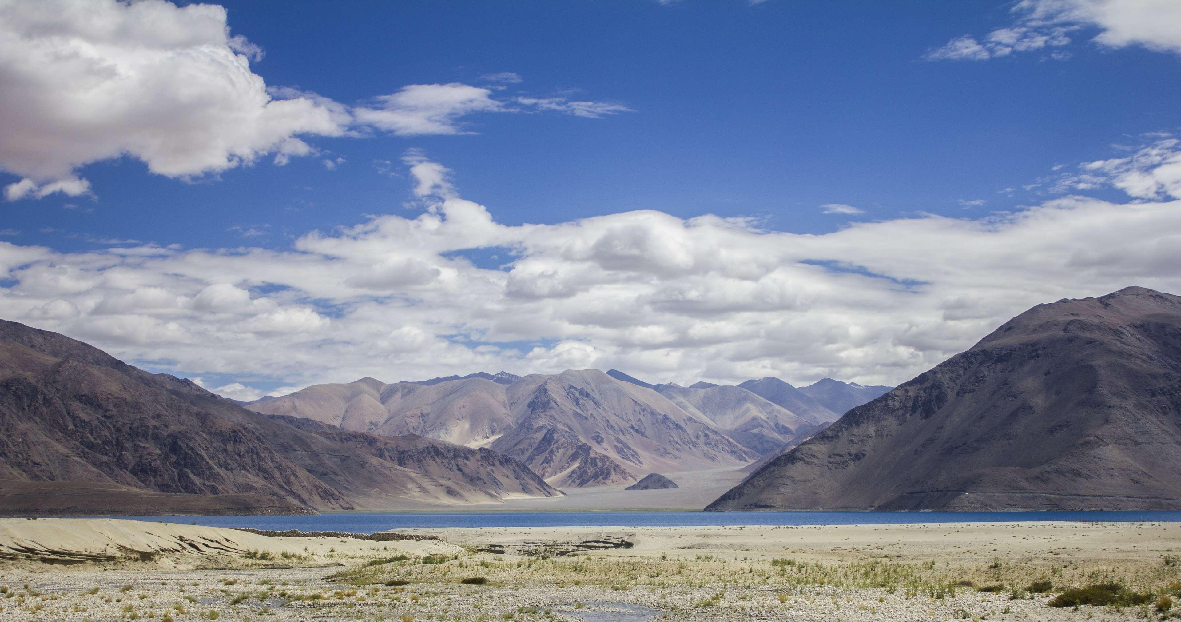 Himalayas Pangonglake Lake Mountains Ladakh 4k Wallpaper - Tesla Black Hole Machine , HD Wallpaper & Backgrounds