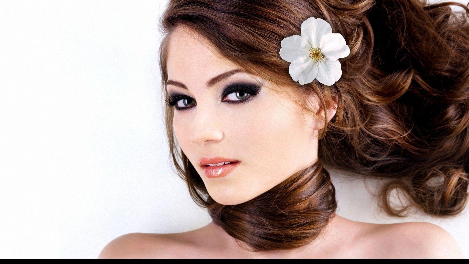 Beautiful Cute Girl Wallpaper - Model With Flower In Hair , HD Wallpaper & Backgrounds