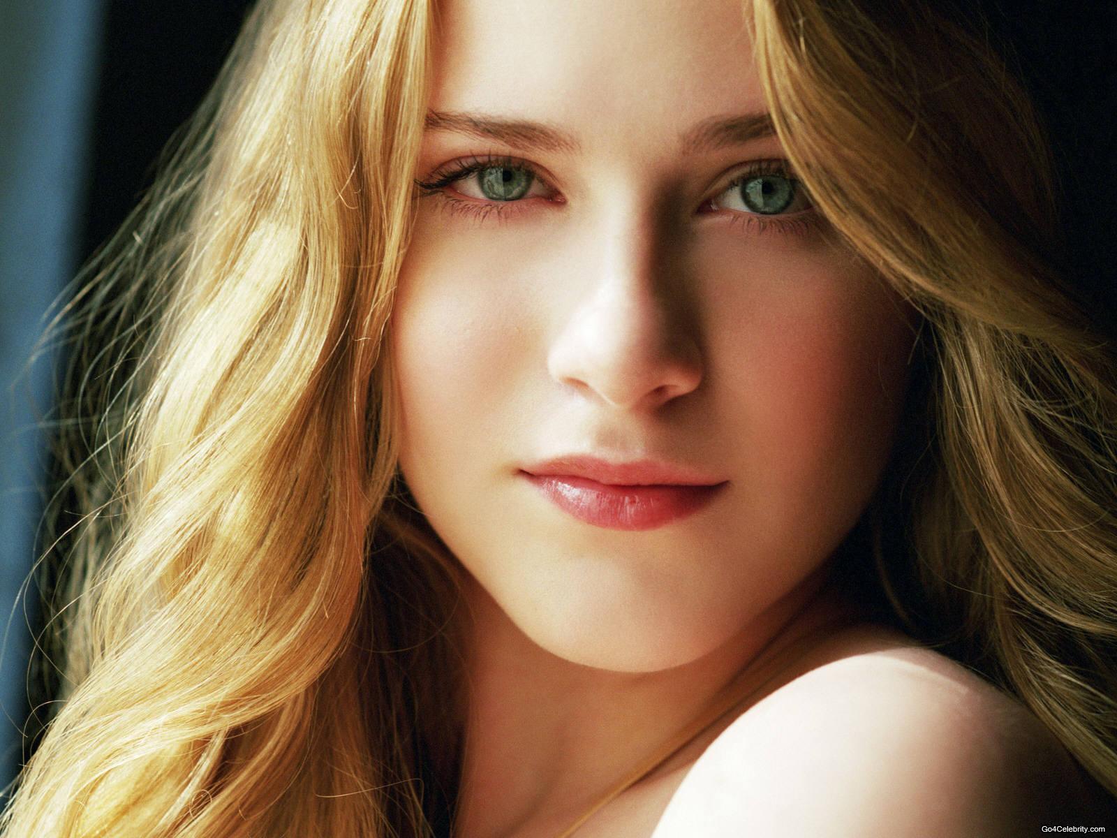 Beautiful Girl Wallpapers - World S Beautiful Girl , HD Wallpaper & Backgrounds