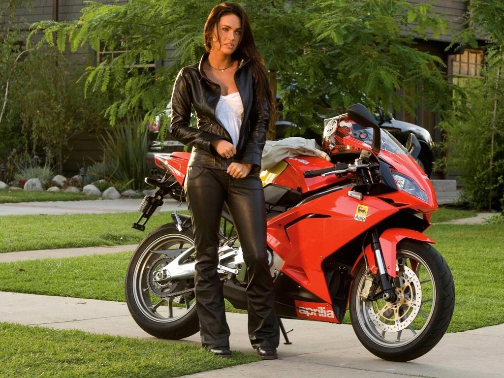 Megan Fox On Motorcycle Wallpaper Pook3i - Megan Fox Bike Transformers 2 , HD Wallpaper & Backgrounds