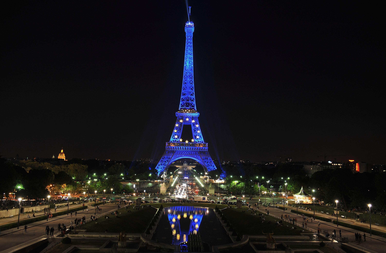 Eiffel Tower Paris Wallpaper Champ De Mars 5 Avenue