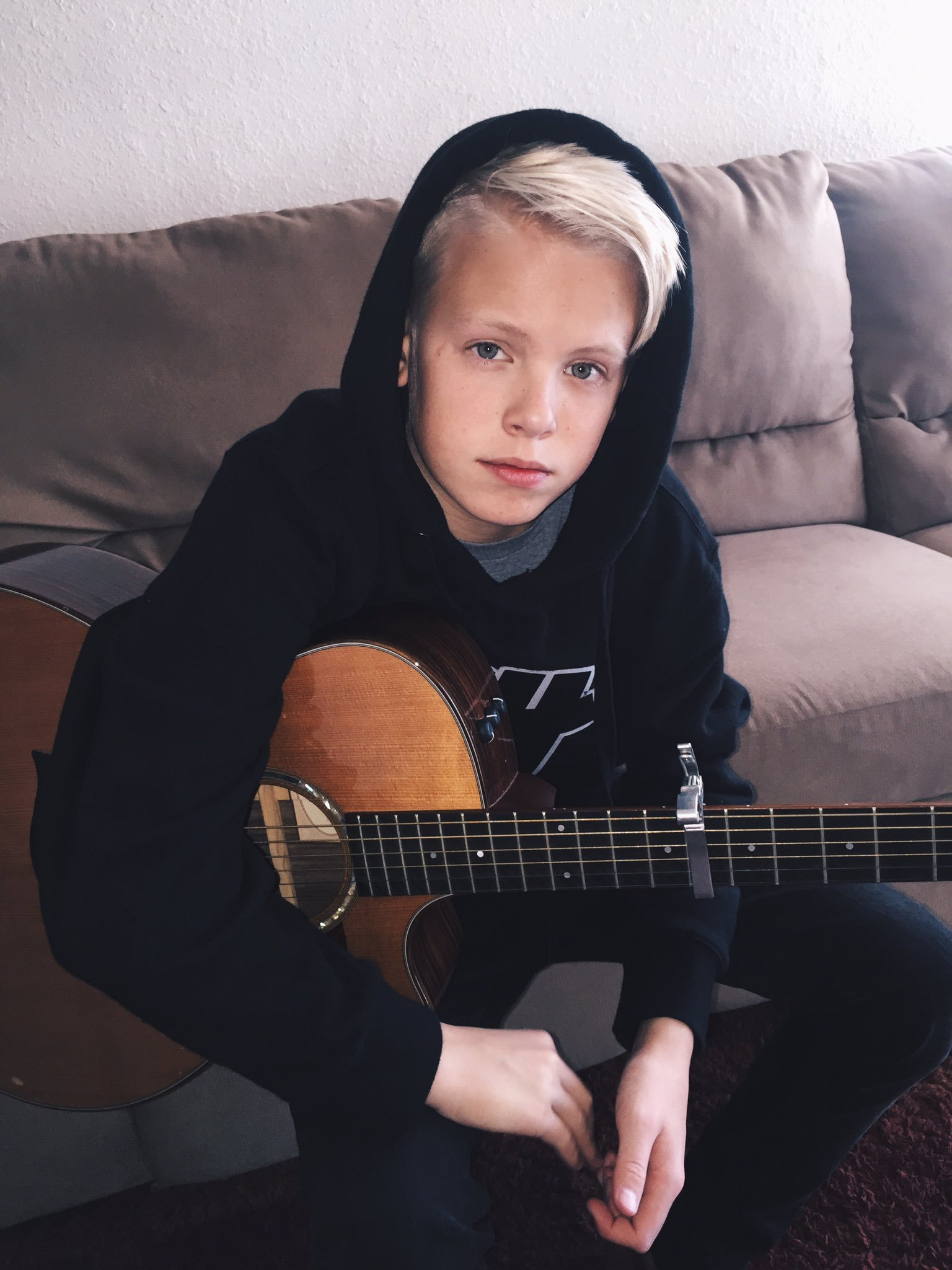 Carson Lueders Twitter Musicallyapp - Sitting , HD Wallpaper & Backgrounds