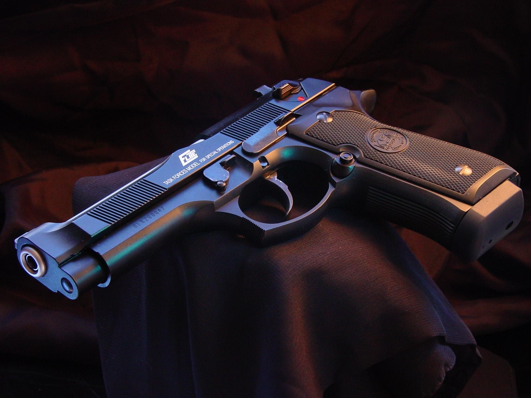 Guns And Bullets Hd Wallpaper And Pictures - Beretta Elite (#127937) - HD  Wallpaper & Backgrounds Download