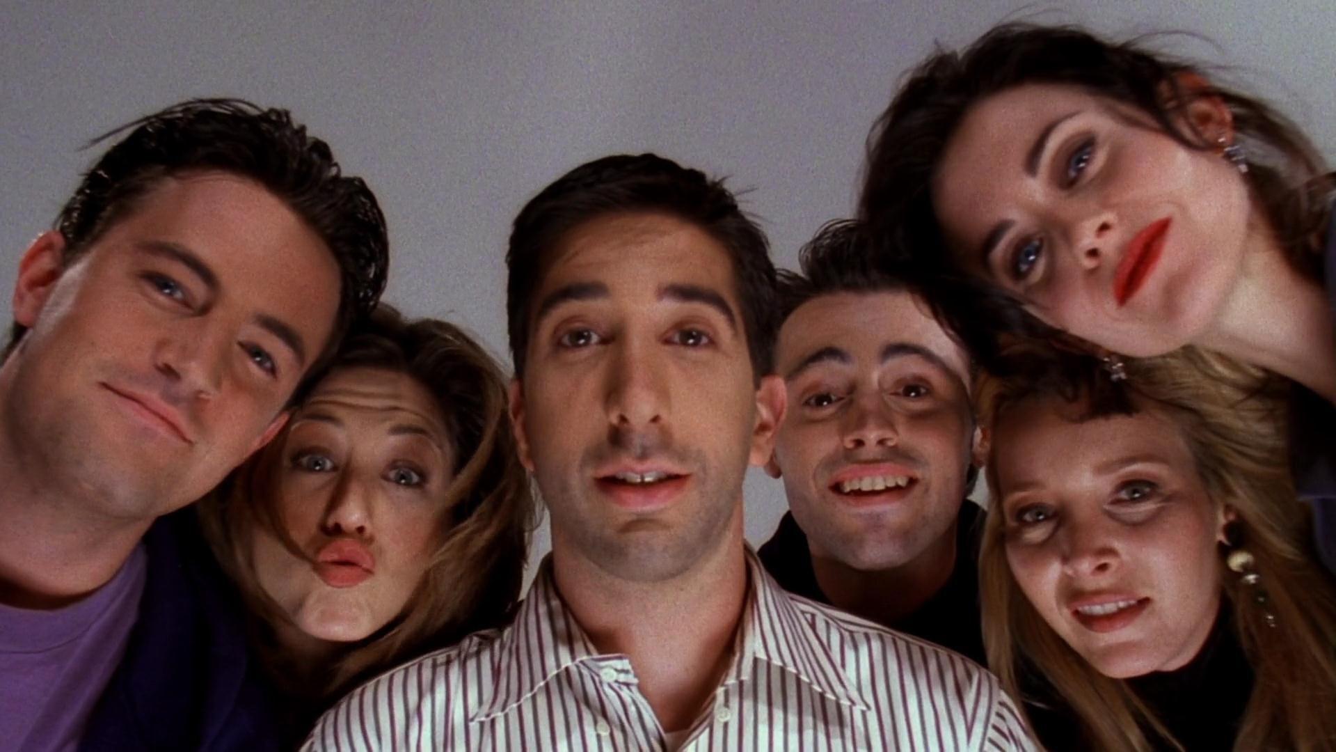 Friends - Friends Cast Looking At Ben , HD Wallpaper & Backgrounds