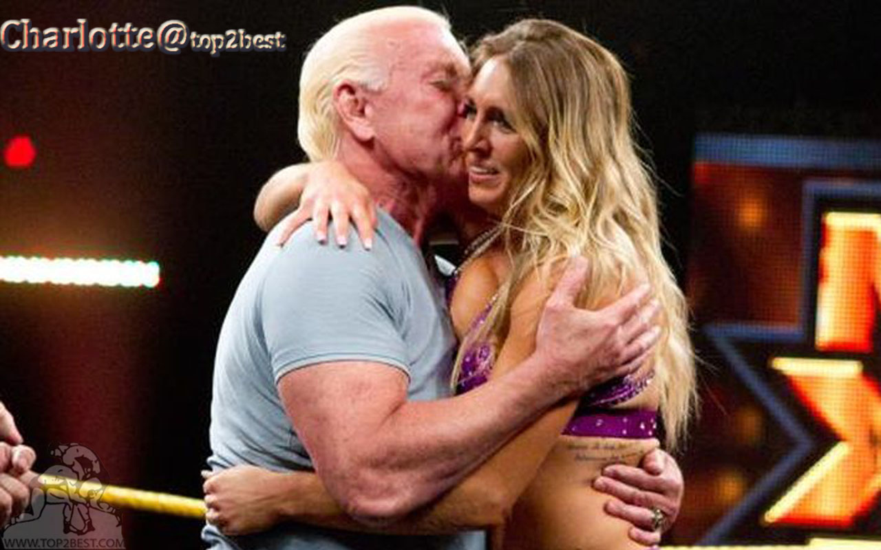 Charlotte Hugging Her Father Picture - Charlotte Flair And Ric Flair Kiss , HD Wallpaper & Backgrounds