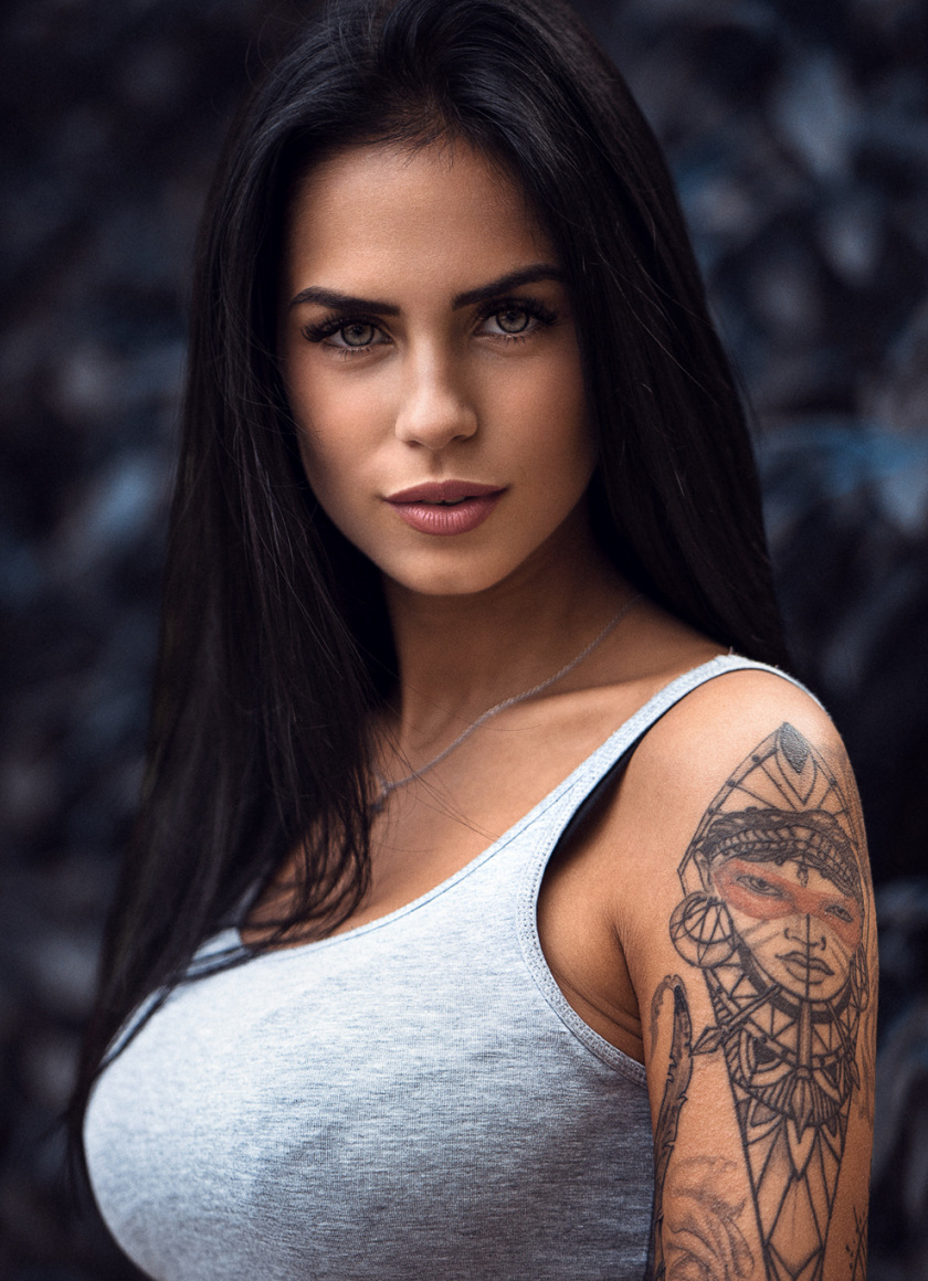 Wallpaper Tattoo On Hand, Girl Model, Brunette - Marlen Valderrama , HD Wallpaper & Backgrounds
