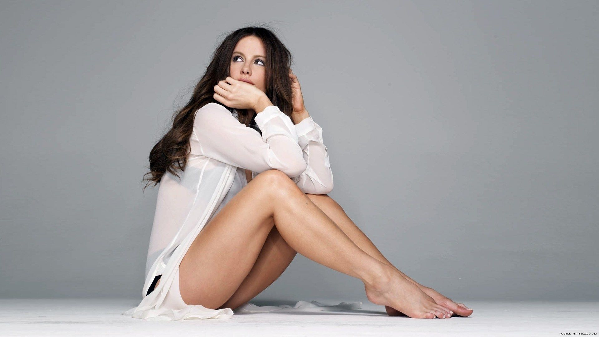 Sexy Kate Beckinsale Legs 1294048 Hd Wallpaper
