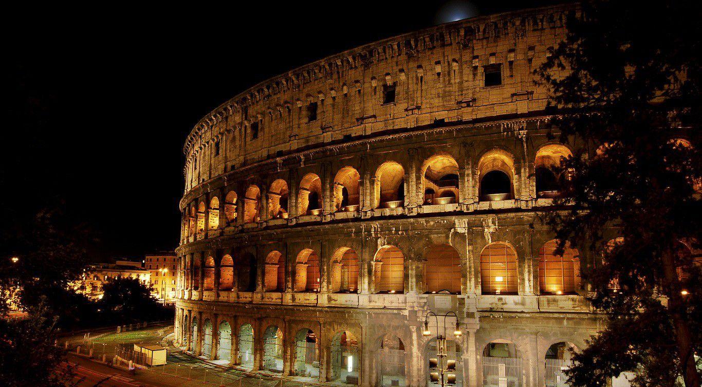 Colosseum Amphitheatre In Rome Italy Wallpaper Colosseum