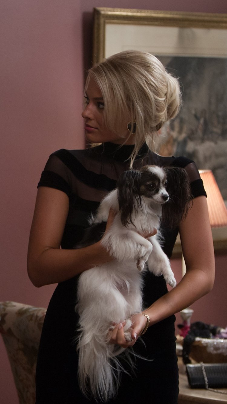 Margot Robbie Wolf Of Wall Street Dog , HD Wallpaper & Backgrounds