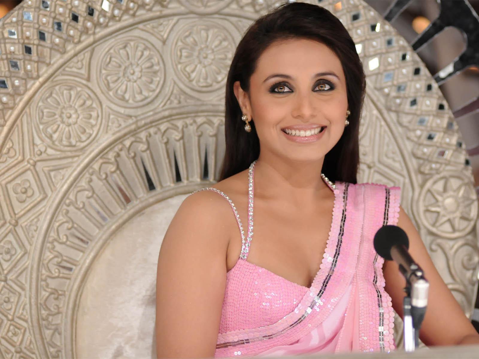 Rani Wallpaper - Rani Mukherjee , HD Wallpaper & Backgrounds