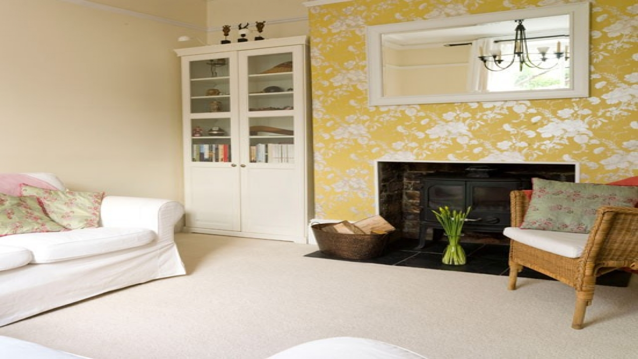Size Living Rooms Warm Cozy Cosy Room With Floral Wallpaper