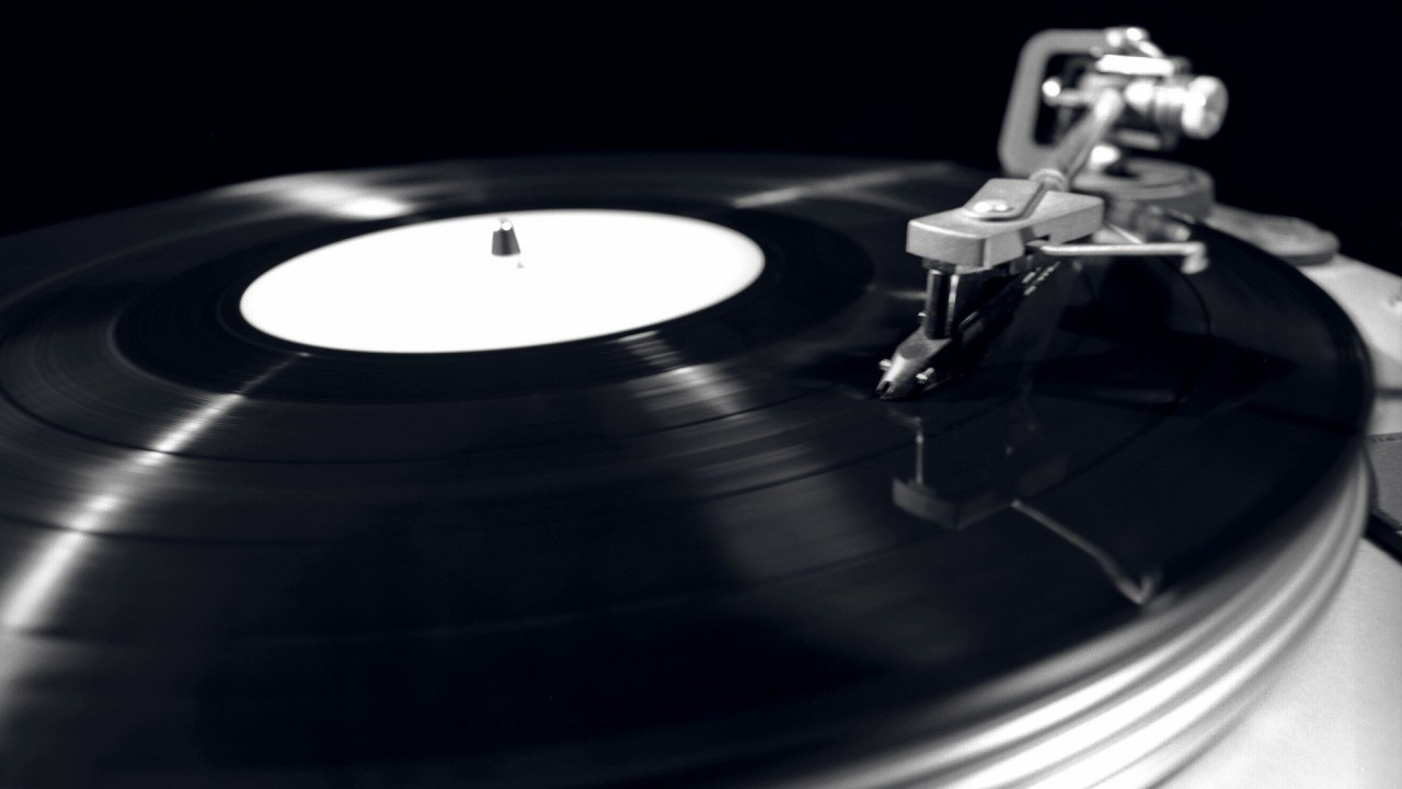 Vinyl Record Player Monochrome Gramophone - Black And White Vintage Music Wallpaper Hd , HD Wallpaper & Backgrounds