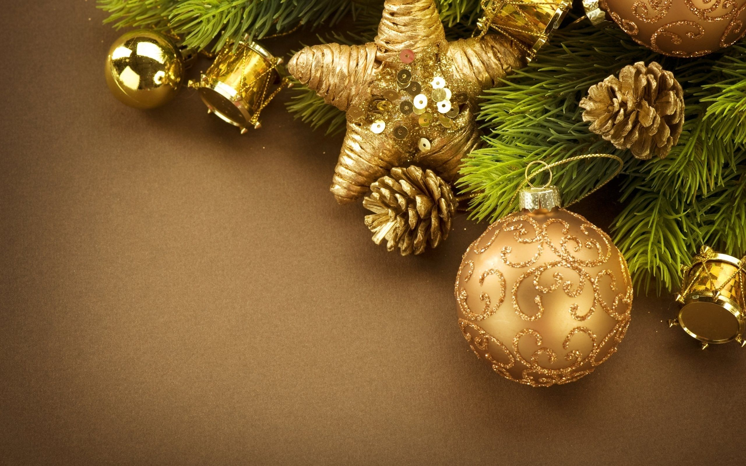 In This Post We Have Provide The Latest Collections - Gold Christmas Wallpaper Hd , HD Wallpaper & Backgrounds