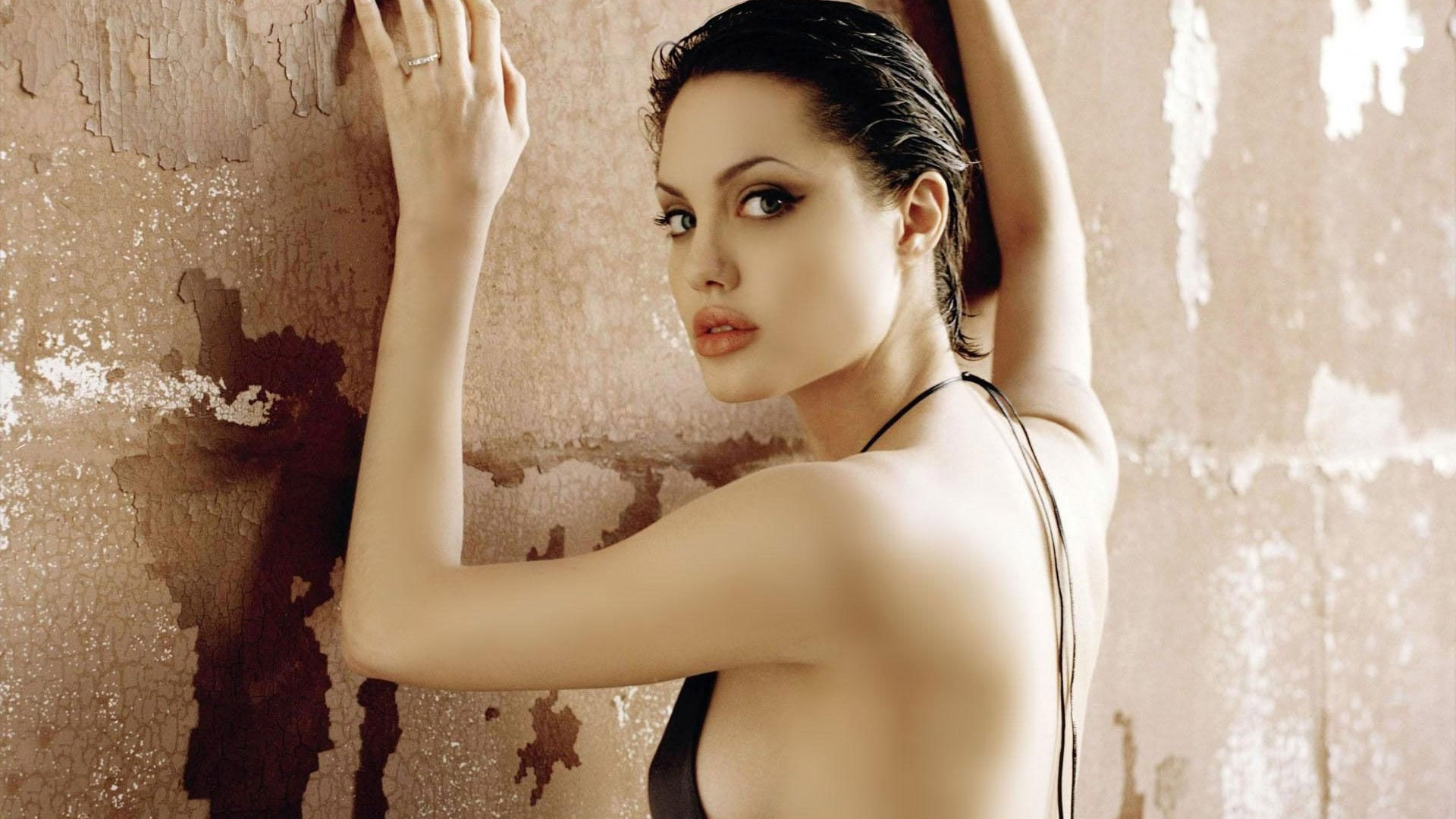 Angelina Jolie Hot And Sexy Pics hollywood actresses list with photos and name hot - most