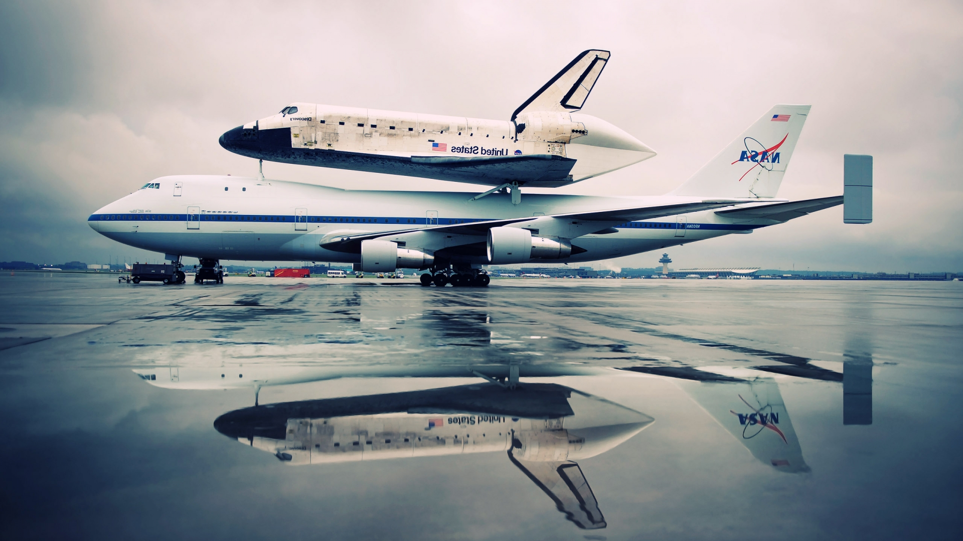 Discovery Wallpapers In Hd Wallpaper - Space Shuttle Wallpaper Hd , HD Wallpaper & Backgrounds