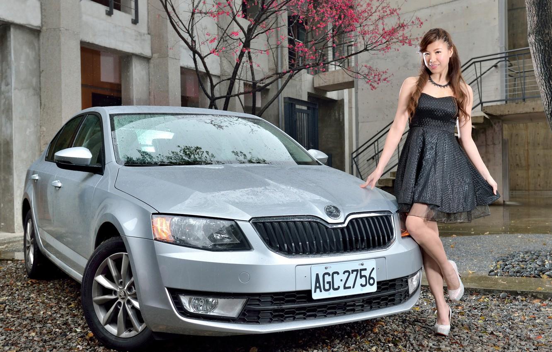 Photo Wallpaper Auto, Look, Girls, Asian, Beautiful - Executive Car , HD Wallpaper & Backgrounds