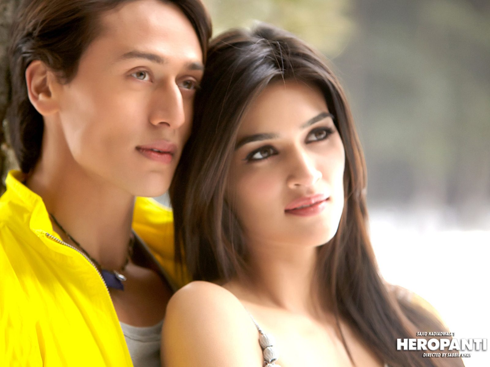Kriti Sanon And Tiger Shroff Wallpapers - Tiger Shroff With Heroines , HD Wallpaper & Backgrounds
