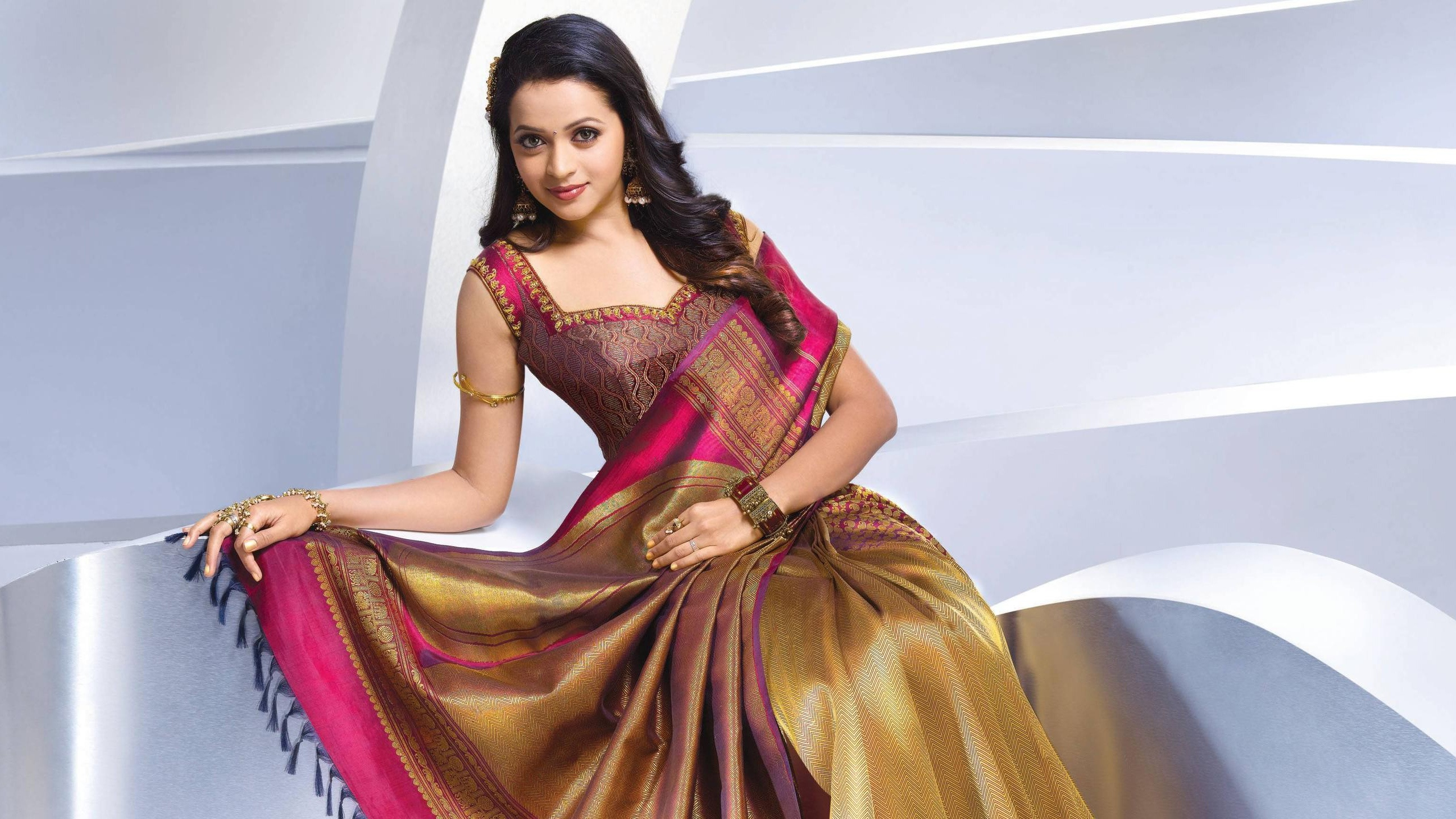 Beautiful Actress Bhavana Wallpapers - Silk Sarees Below 5000 , HD Wallpaper & Backgrounds