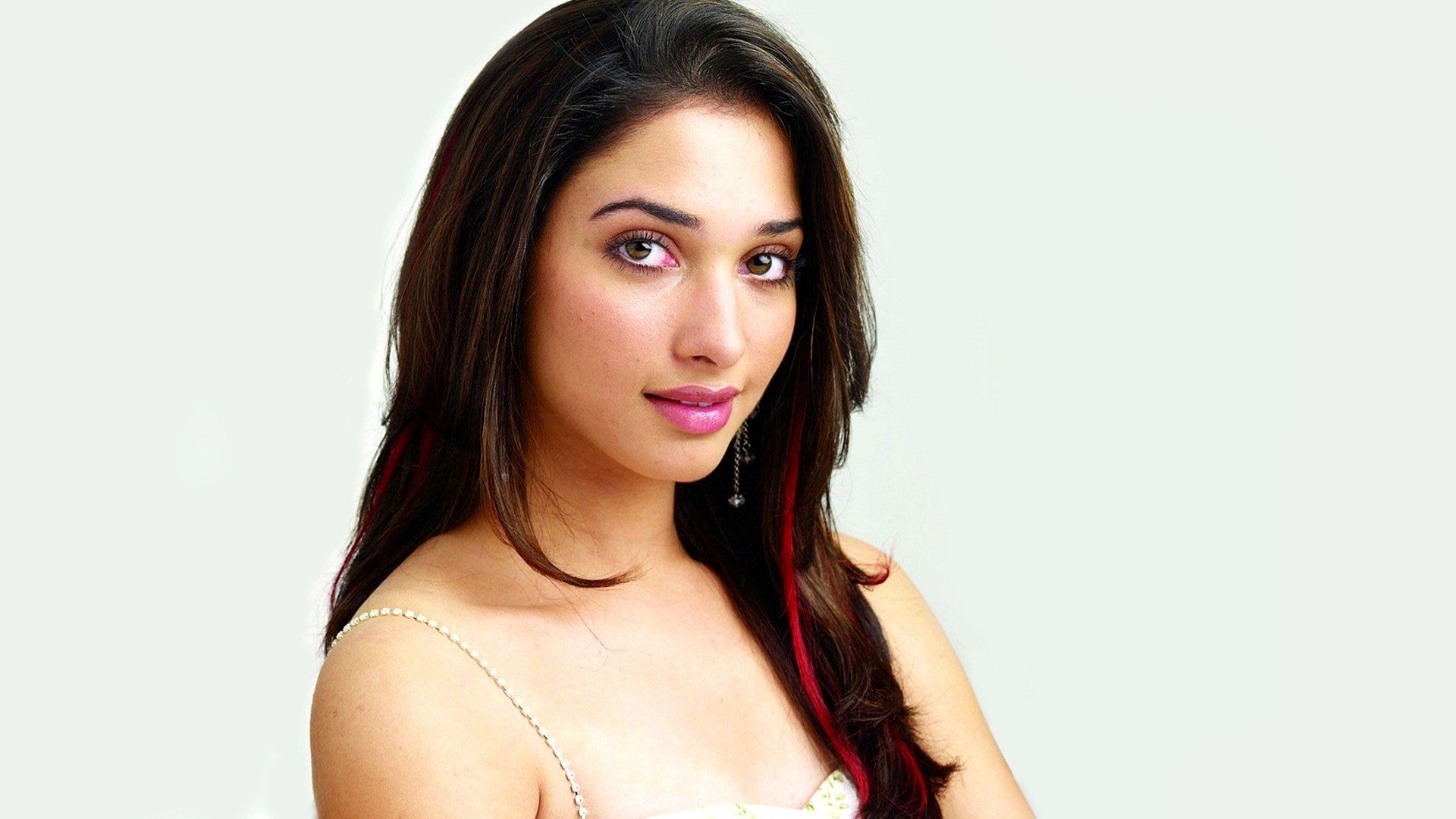 Tamanna South Actress Wallpapers - Tamanna In Happy Days , HD Wallpaper & Backgrounds