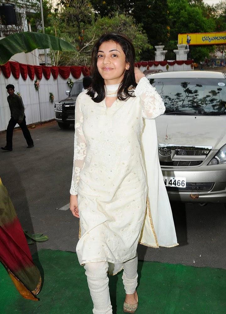 Kajal Agarwal Hot Cute Navel Cleavage Boobs Pictures - Kajal Agarwal In White Shot , HD Wallpaper & Backgrounds