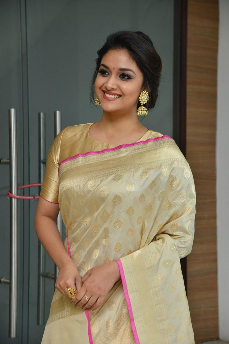 Hd Photos, Indian Beauty,keerthi Suresh Saree Hd Photos,keerthi - Remo Saree Keerthy Suresh , HD Wallpaper & Backgrounds