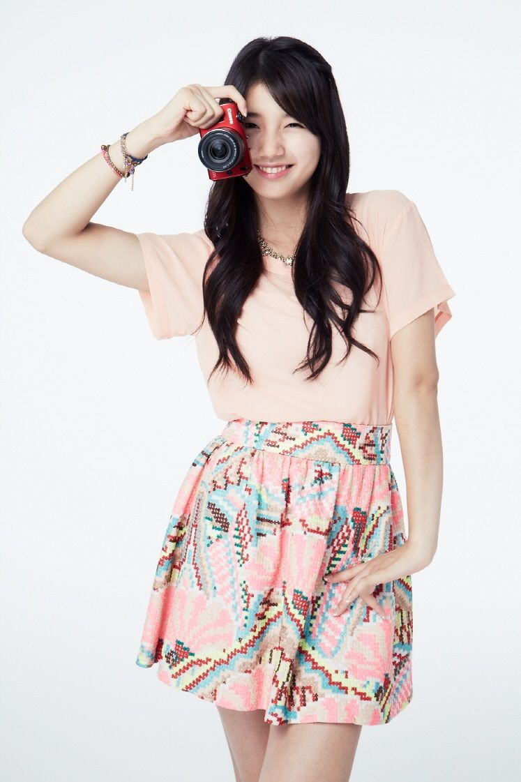 Latest Kpop Wallpaper Bae Suzy With Camera HD