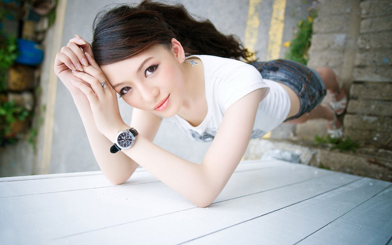 Hot Cute Girl Hd Wallpaper - Beautiful Girl Pictures For Facebook Cover , HD Wallpaper & Backgrounds