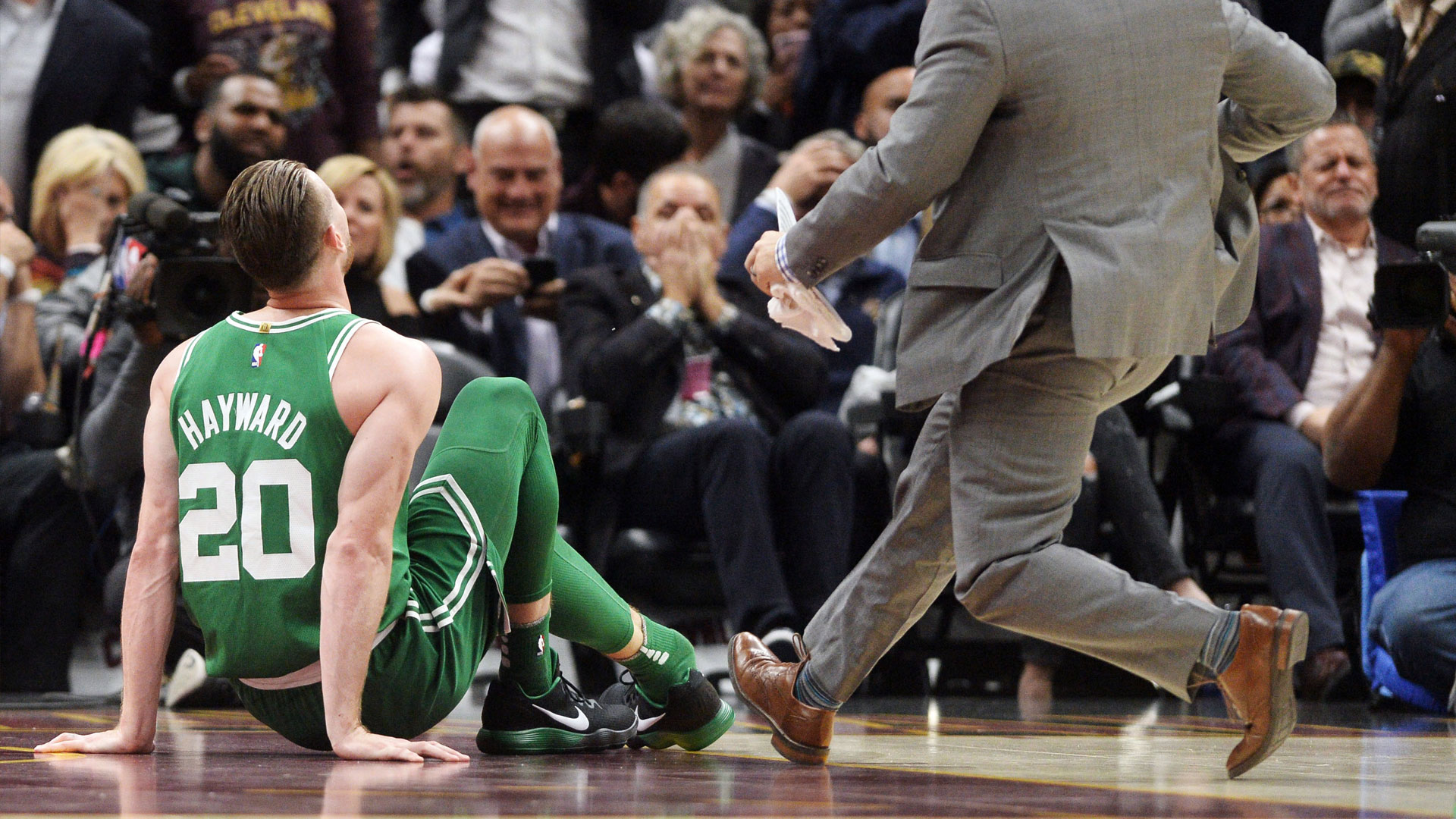 Gordon Hayward's First Game With Celtics Ends With - Nba Gordon Hayward Injury , HD Wallpaper & Backgrounds