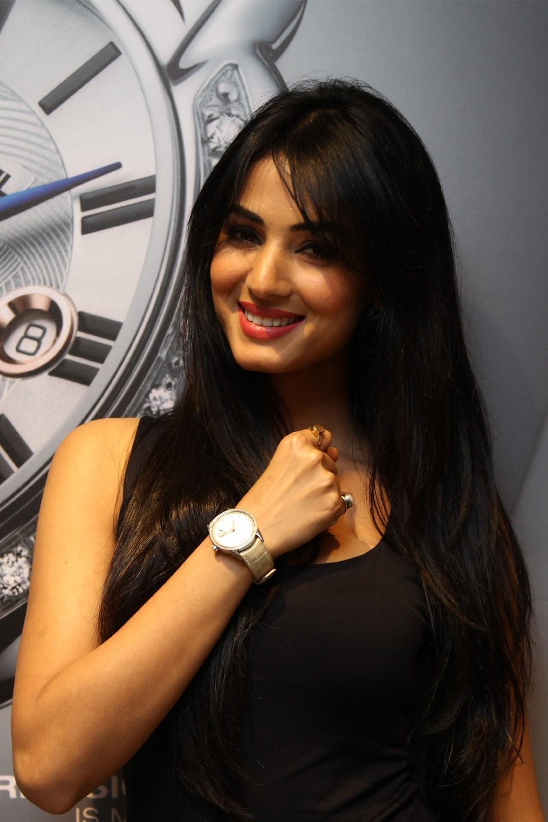Happy Birthday To Sonal Chauhan May - Full Hd Sonal Chauhan , HD Wallpaper & Backgrounds