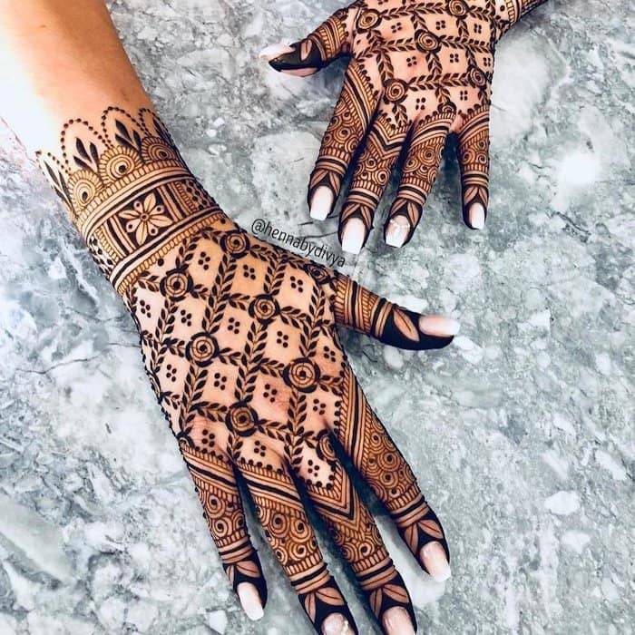 Chequered Latest Mehandi Design , Back Hand Mehndi Design