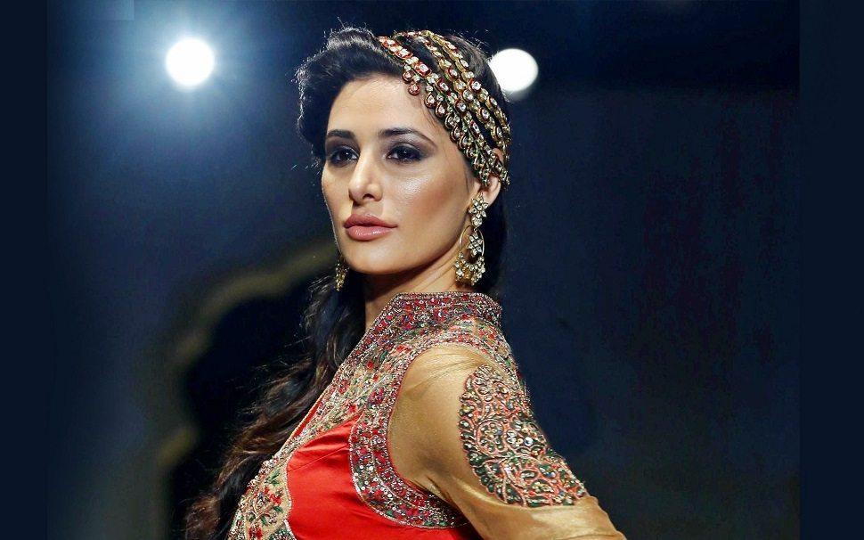 Rockstar Actress Nargis Fakhri Wallpaper - Nargis Fakhri Indian Outfit , HD Wallpaper & Backgrounds