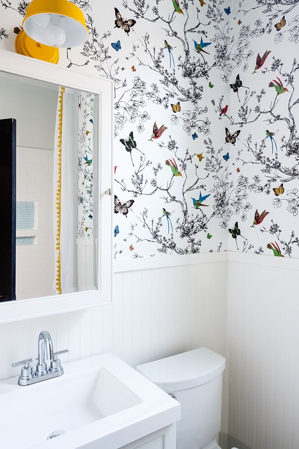 This Happy Bathroom Keeps Things Simple With Bright - Birds & Butterflies Multi On White 2704420 , HD Wallpaper & Backgrounds