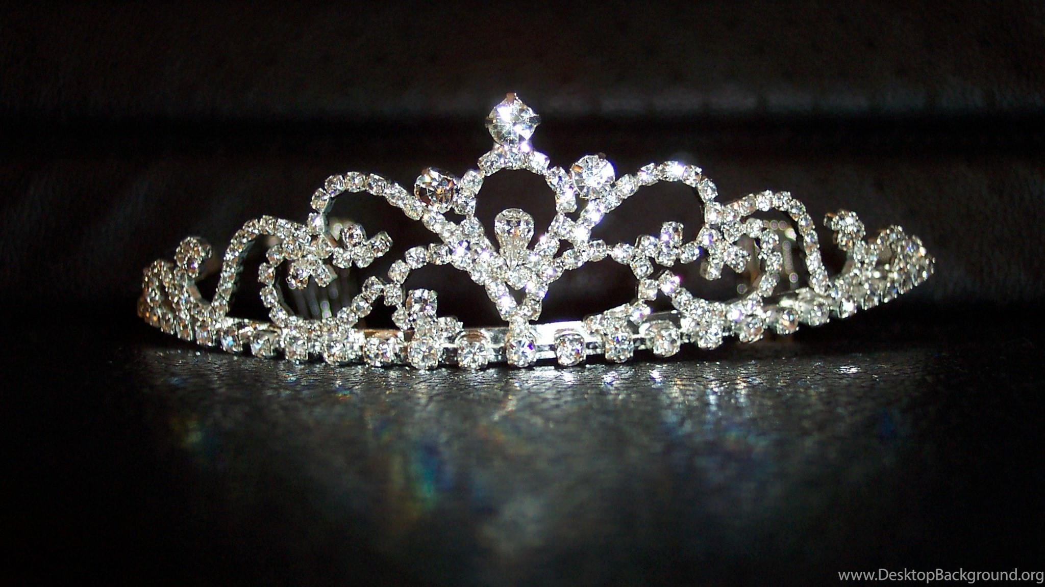 3840x2160 Download Wallpaper Hand Girl Crown Fb Cover Photo Queen Crown 1780649 Hd Wallpaper Backgrounds Download