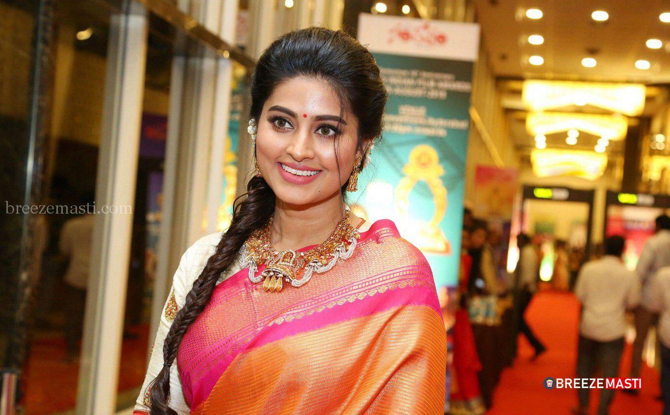 Tamil Actress Sneha Hd Saree Images Sneha Hd Saree 1805195 Hd Wallpaper Backgrounds Download