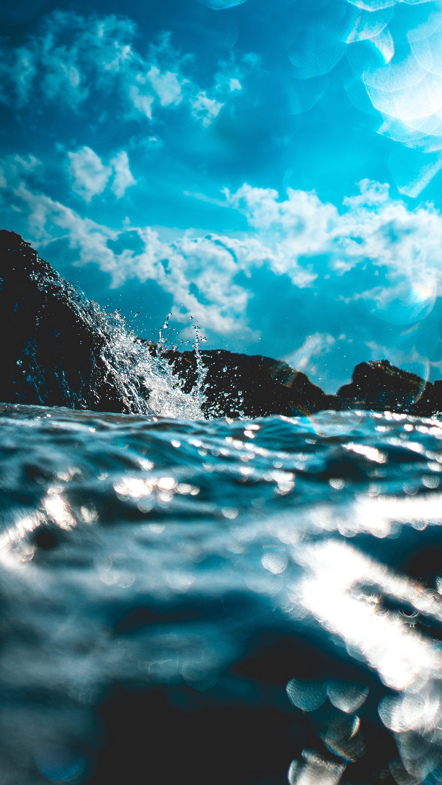 Wallpaper Water, Spray, Glare, Blur, Waves, Sky - Wave Background Iphone , HD Wallpaper & Backgrounds