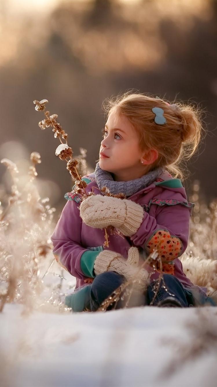 Little Girl In Snow , HD Wallpaper & Backgrounds