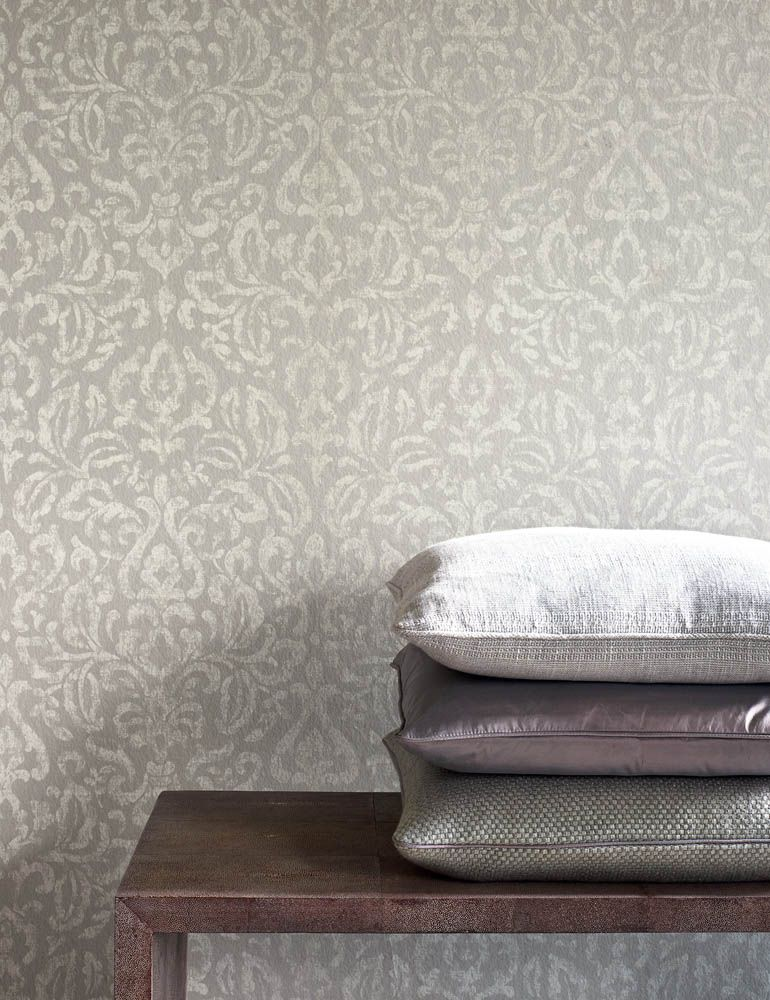 Colefax And Fowler's Piper , Harrison (top Pillow), - Colefax & Fowler Delancey Wallpaper Blue , HD Wallpaper & Backgrounds