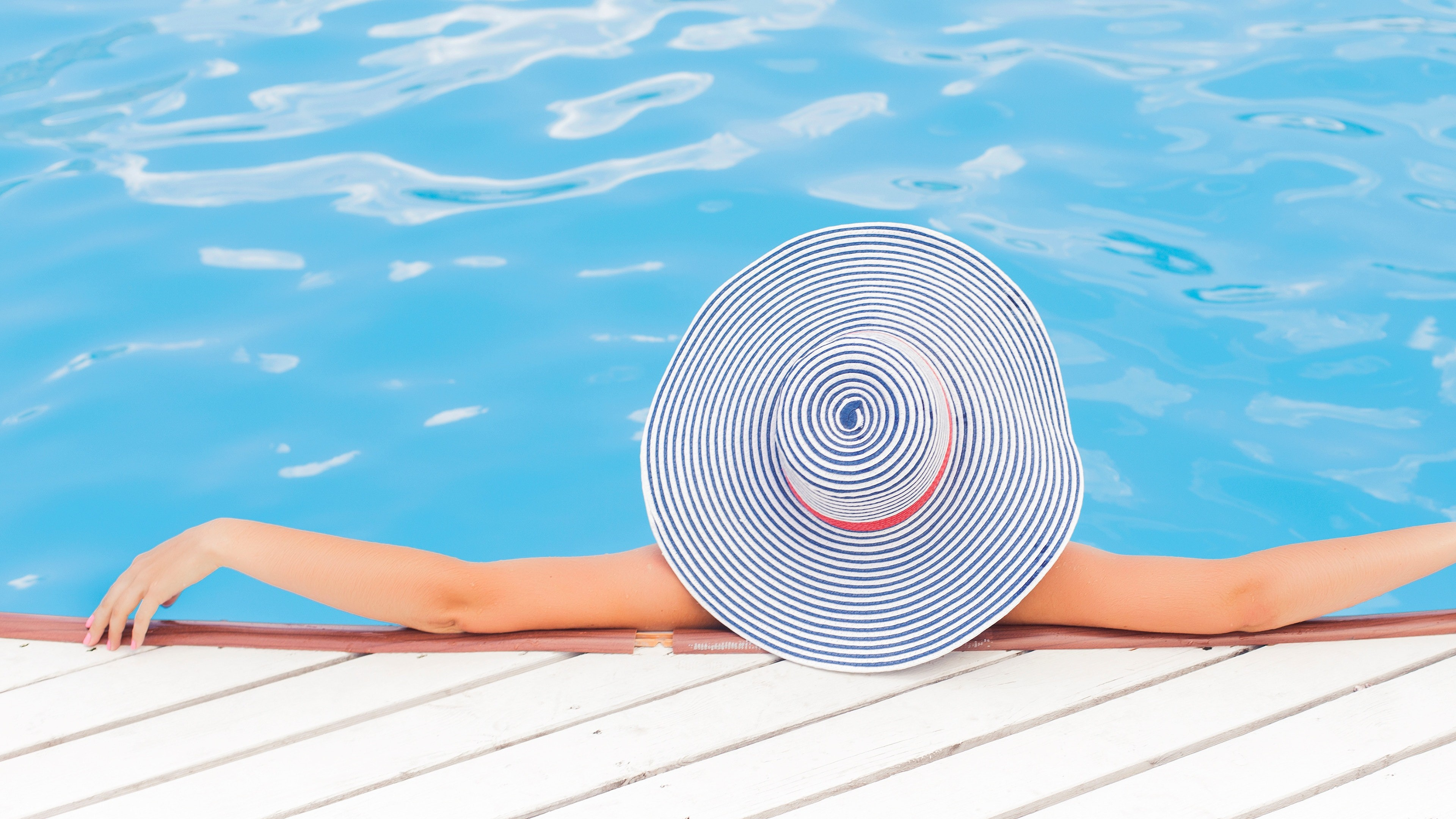 Woman Relaxing In Pool Summer 4k Wallpapers - Woman Pool , HD Wallpaper & Backgrounds