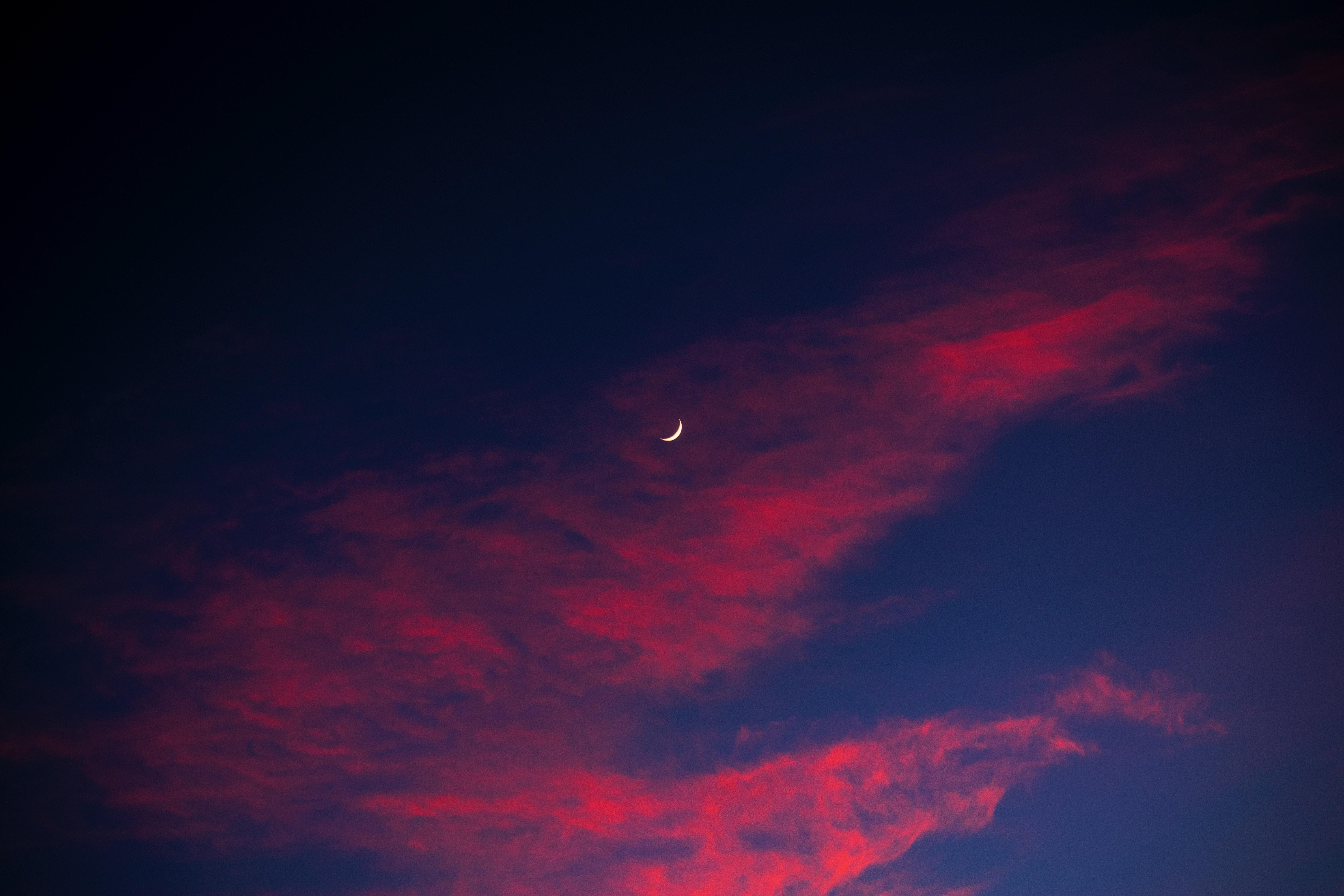 Crescent, Moon, Sky, Clouds, Night - Crescent Moon Uhd , HD Wallpaper & Backgrounds