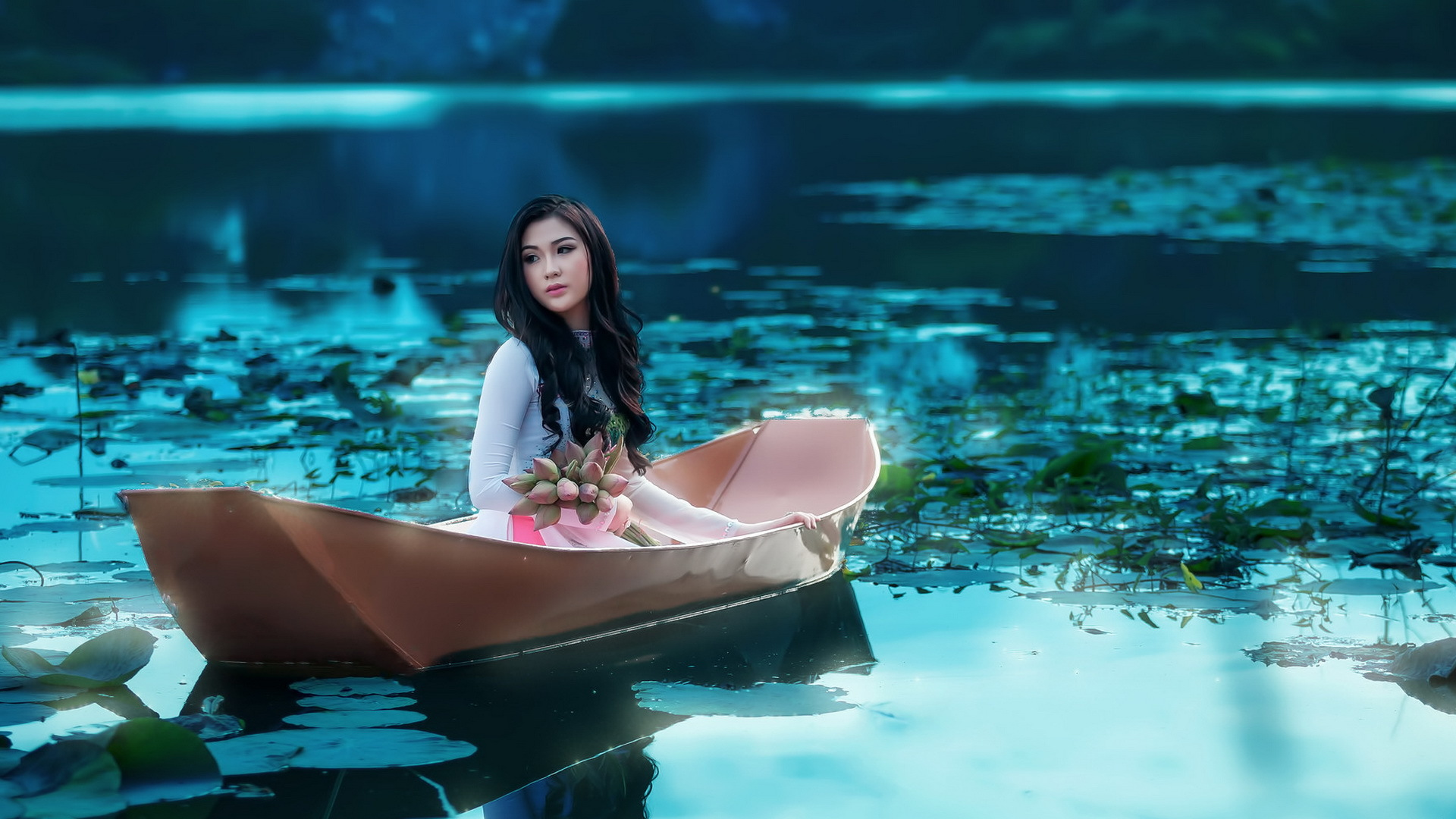 Comments & Captions - Beautiful Girl On The Boat , HD Wallpaper & Backgrounds
