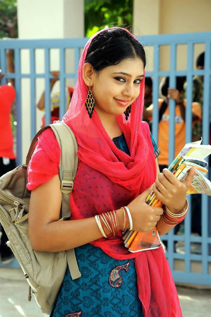 Wallpaper Of Girl In Punjabi Suit 822596 Source - Mem Vayasuku Vacham Songs , HD Wallpaper & Backgrounds