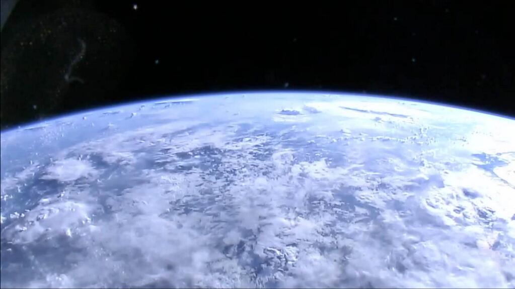Nasa Now Streaming Live Hd Camera Views Of Earth From - Raw Satellite Picture Of Earth From Space , HD Wallpaper & Backgrounds