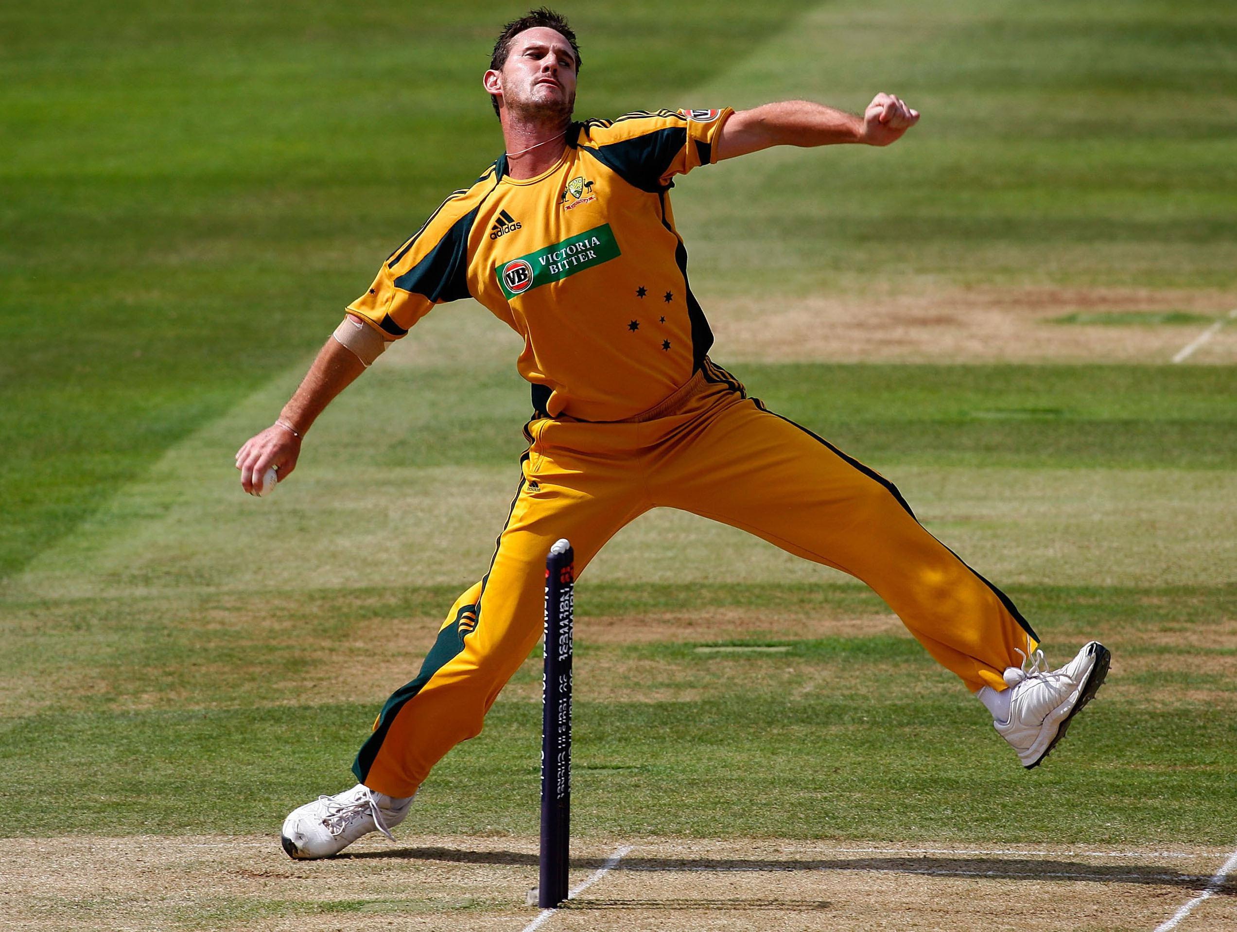 Australian Cricketer Shane Watson Picture - Shaun Tait Bowling Action , HD Wallpaper & Backgrounds