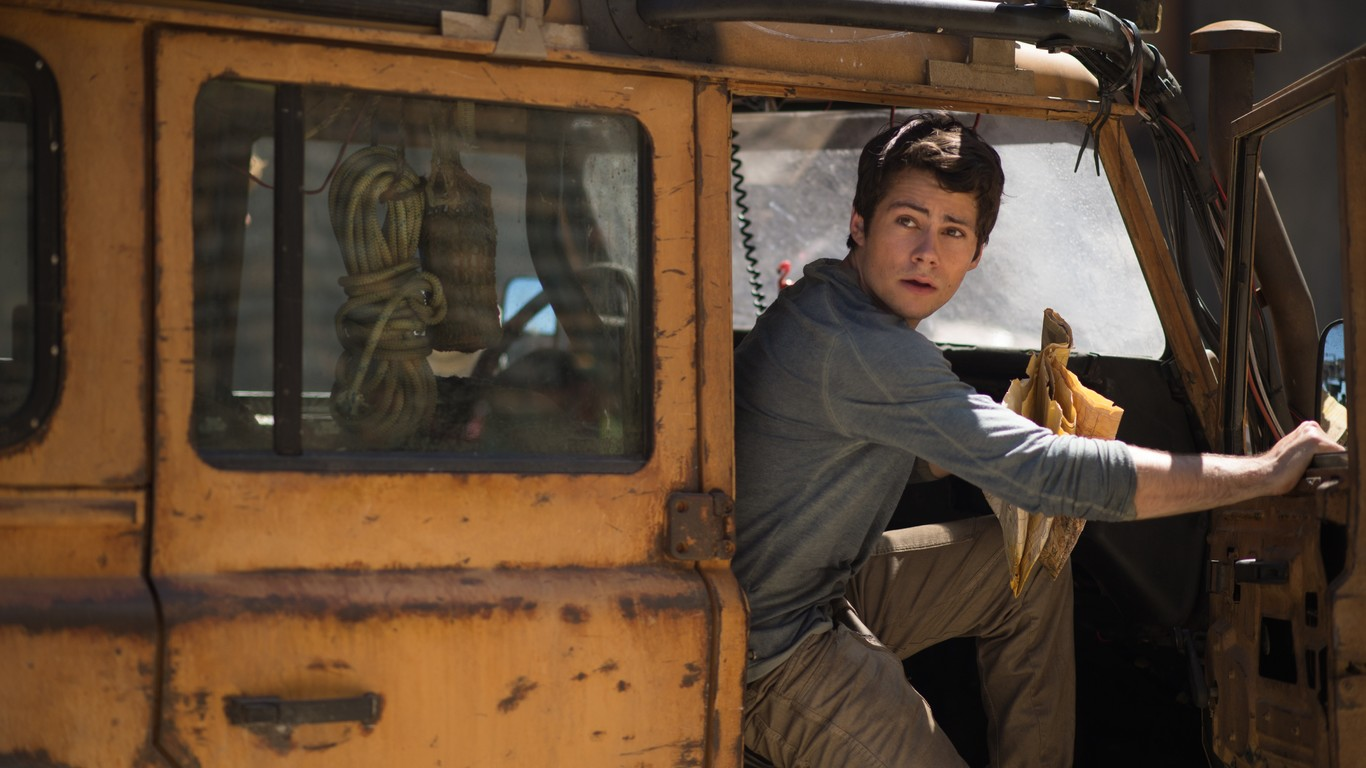 Dylan O Brien In Maze Runner The Death - Dylan Obrien At The Car , HD Wallpaper & Backgrounds