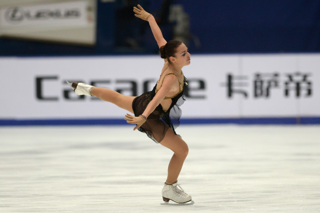 Ice Skating Wallpaper , Pictures - Figure Skater In Action , HD Wallpaper & Backgrounds
