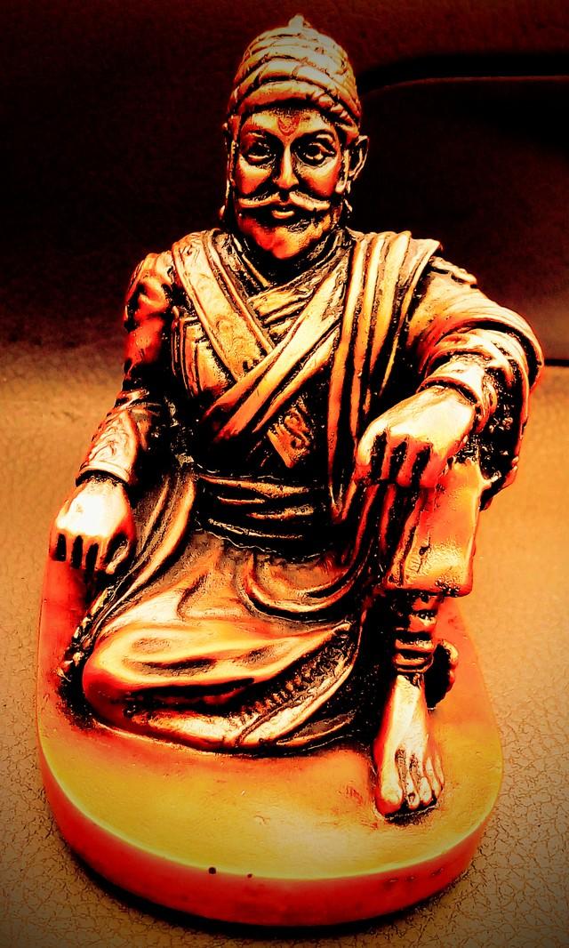 Statue Of Indian Warrior King - Shivaji Maharaj Sitting Statues , HD Wallpaper & Backgrounds
