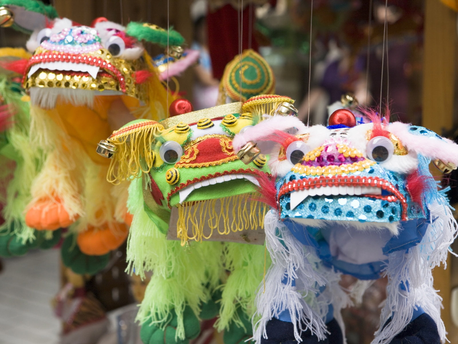 Close Photo Shot On Three White, Green, And Yellow - Lion Dance , HD Wallpaper & Backgrounds